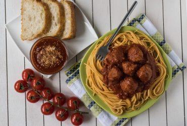 spageti su kukuliais ir padazu