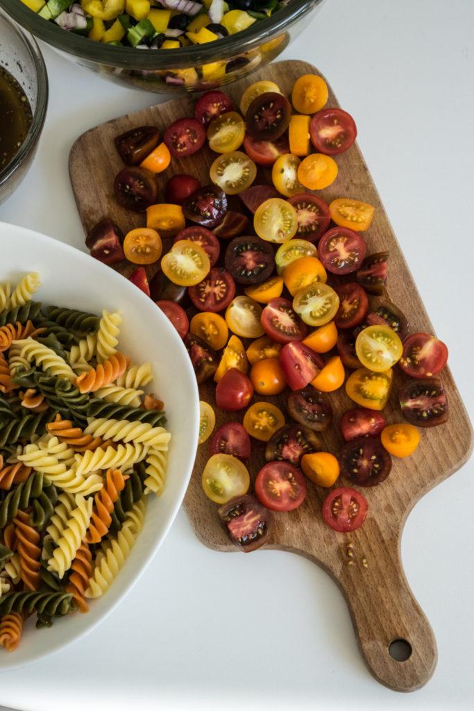 Tobulos spalvingos makaronų salotos