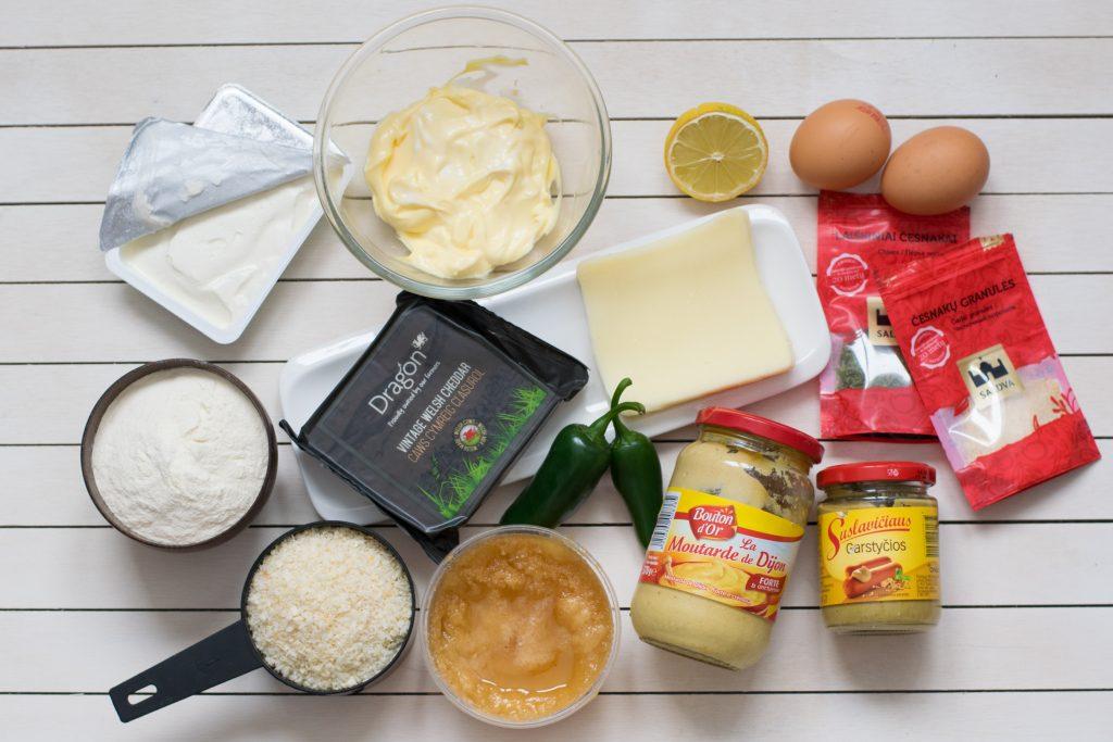 Aštrūs Sūrio Rutuliukai su Medaus-Garstyčių Padažu